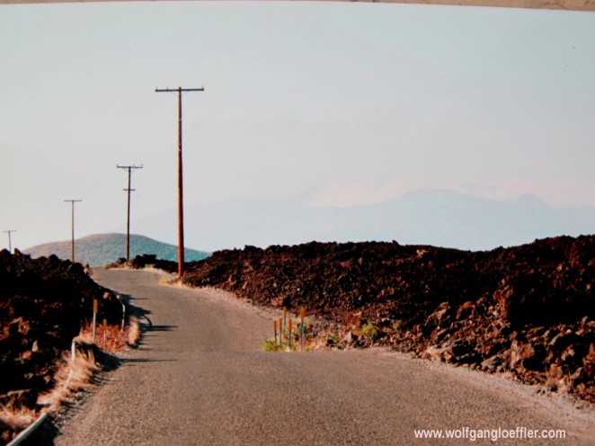 Straße durch Lavafeld