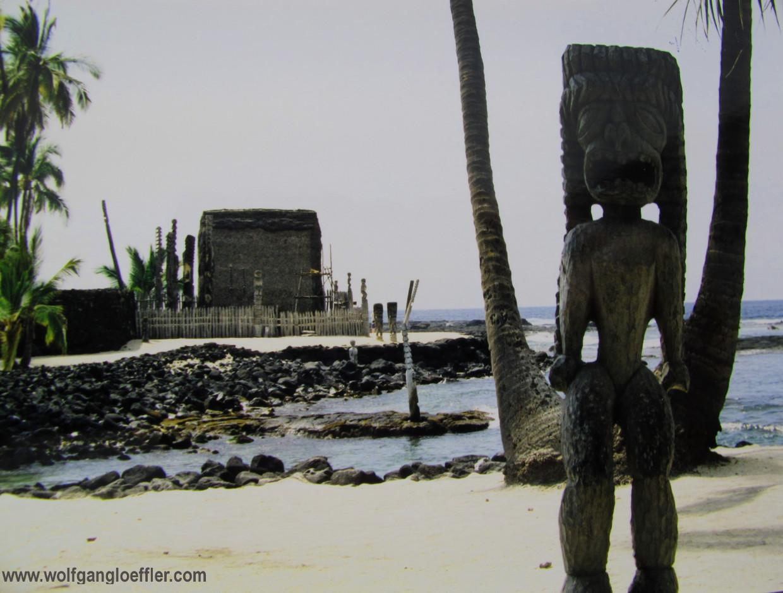 polynesische Tempelanlage am Meer