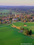 Luftaufnahme eines bayrischen Dorfes