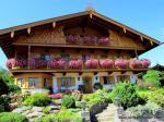 Ein typisch bayrisches Bauernhaus mit viel Geranien