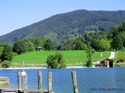 Blick über den See nach Tegernsee
