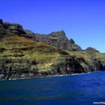 Felsklippen vor blauem Meer