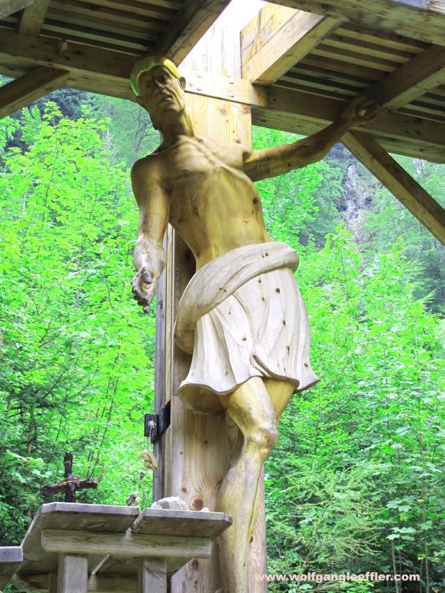 Ungewöhnlich geschnitzte Christusfigur