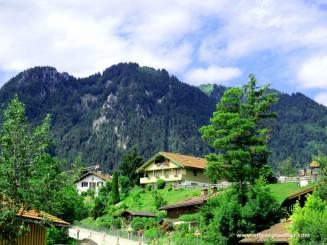 Lenggries-Häuser vor Bergkulisse