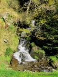 Wasserfall am Wegesrand