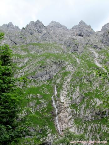 097-wasserfall am waxenstein