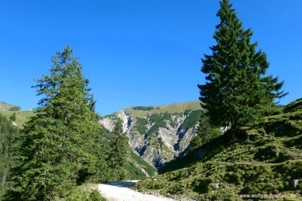 Weg zur Plumsjochhütte
