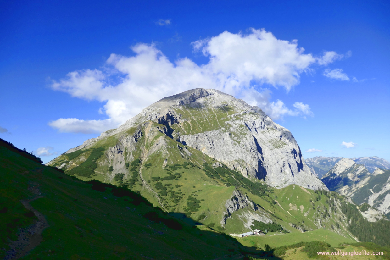 Der Gipfel des Sonnjochs wird gekrönt von einer Wolke